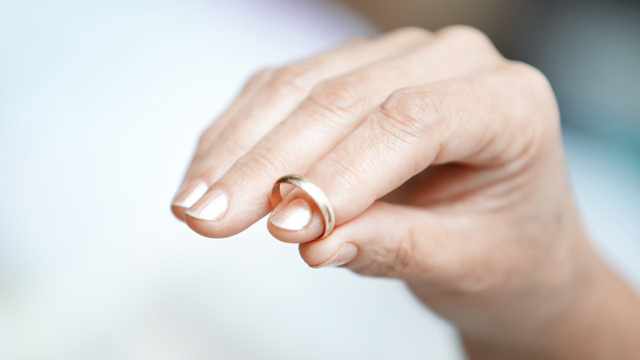 Should You Still Wear Your Wedding Ring After Your Partner