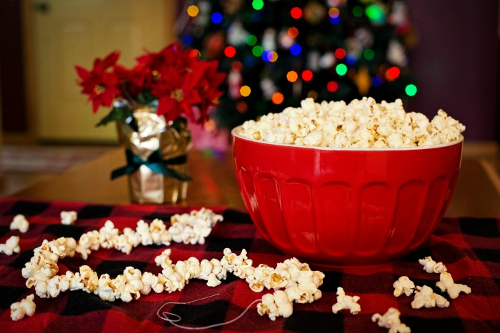 Making popcorn tinsel couldn't be easier. Source: Pexels.