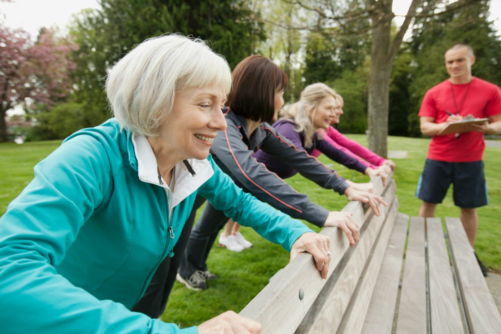 Older women improving their muscles by doing push-ups.