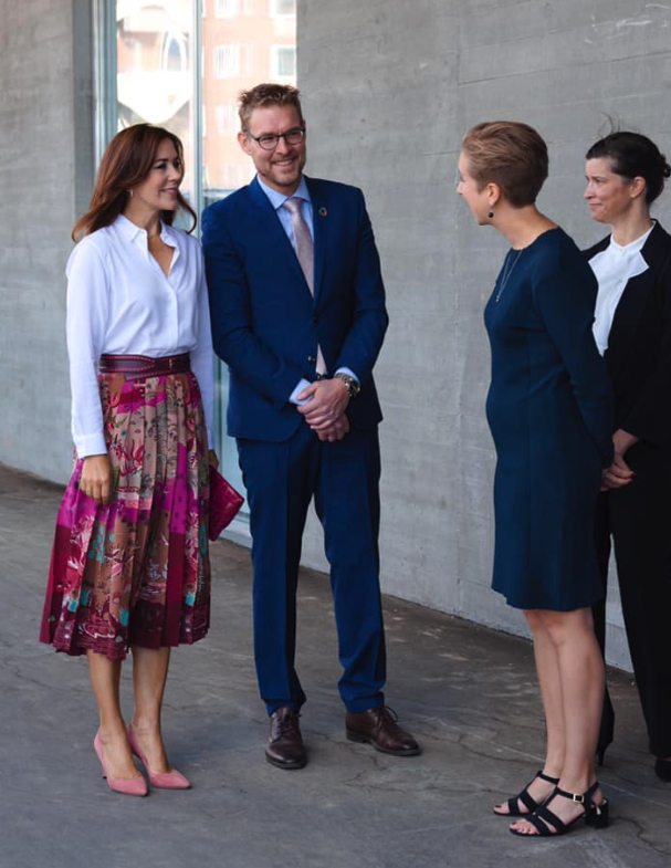 Princess Mary looked stunning in a vibrant pink skirt for the university day. Source: Facebook/Det danske kongehus.