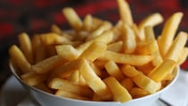 A 17-year-old has become permanently blind after eating a diet of hot chips, white bread, crisps and processed meats. Source: Pexels