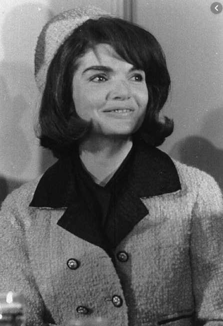Jackie Kennedy popularised the pillbox hat. Source: Pixabay.