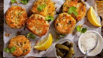 Traditional fish cakes with tartare sauce