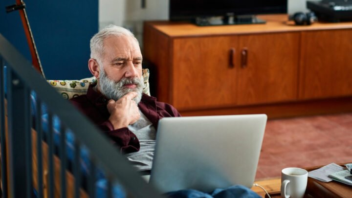The internet can be a helpful source of information about cancer – as long as you stick to reputable resources such as the Cancer Institute NSW.