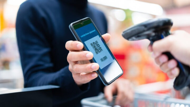 Contactless pay will be ramping up in Aussie supermarkets from December. Source: Getty